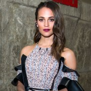 alicia-vikander-tomb-raider-photo-call-social