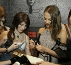 Alicia Vikander and webmaster Ani Croft while signing the Event Diary